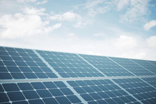 Que material se utiliza para fabricar los paneles solares